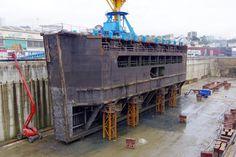 Opération de maintenance sur le bateau-porte de la forme de radoub n°2, échouée en forme de radoub n°1, été 2015