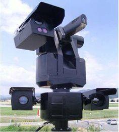 サムスンSGR-A1。韓国企業のサムスン・テックウィンによる、世界で最初に完全自動化された戦闘ロボットと主張される兵器システム。高度なパターン認識機能を備えて人間とその他の物体の区別が可能とされる。5.56mm機関銃を搭載。