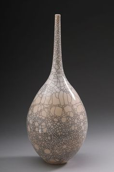 (usa) Porcelain vase with white crackle glaze. by Hideaki Miyamura ). Japanese Ceramics, Japanese Pottery, Modern Ceramics, Contemporary Ceramics, Pottery Vase, Ceramic Pottery, Vases, Ceramic Techniques, Objet D'art