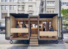 Mobile Office Architects et Spiegel Aihara Workshop ont collaboré pour concevoir et développer un magasin de lingeriemobile True & Co, marque uniqueme