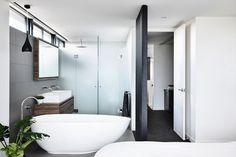 Modern Curb Appeal and an Open Plan Make Melbourne Duplex Distinctive Home Decor Bedroom, Modern Bedroom, Loft Design, House Design, Modern Design, Open Bathroom, Bathrooms, Melbourne, Black Backsplash