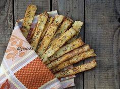 """Вкусные, хрустящие, солененькие... любители похрустеть от таких не смогут отказаться! Проверено! :))) Рецепт из моей любимой книги """"Ciasta, ciastka,ciasteczka"""" Jana Czernikowski. 250 г пшеничной муки 250 г сваренного в мундире картофеля 250 г масла сливочного (количество масла можно…"""