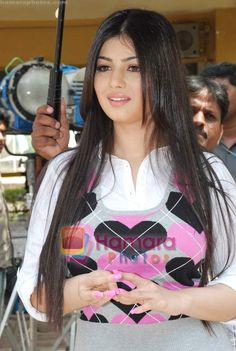 Ayesha Takia on location of film Pathshala in Bhavans College on March 2010 Bollywood Actress Hot Photos, Indian Actress Hot Pics, Indian Bollywood Actress, Bollywood Girls, Beautiful Bollywood Actress, Bollywood Stars, Indian Actresses, Beautiful Celebrities, Beautiful Actresses