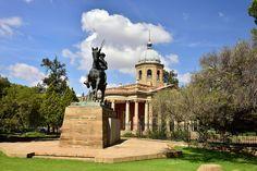 15 Best Places to Visit in South Africa - The Crazy Tourist Visit South Africa, Free State, Adventure Tours, Capital City, World Heritage Sites, Cool Places To Visit, Night Life, Landscape Photography, Tourism
