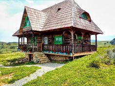 A restaurat trei case maramureșene și a construit un colț de rai într-un sat din Alba - Fabrika de Case