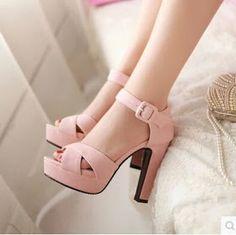 ¿Cuántos zapatos tiene aproximadamente una mujer en su armario? La respuesta aún no es muy clara. Existen mujeres que los aman en exceso y ...