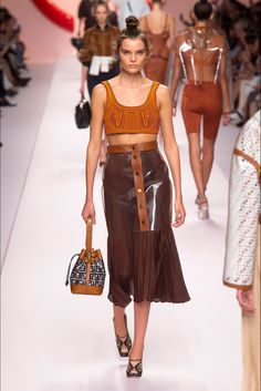 Photo Gallery: Fendi Spring/Summer 2019 RTW Collection at Milan Fashion Week. See every look from the Fendi Collection here. Spring Fashion Trends, Fashion Week, Milan Fashion, Diy Fashion, Runway Fashion, Ideias Fashion, Womens Fashion, Fashion Outfits, Fashion Design