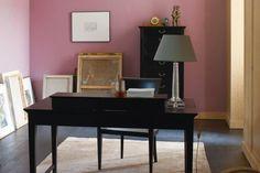 Zierlich muss es sein, schnell verschiebbar, hübsch und gerne bunt: das Möbelstück, das mit dem Trend geht. Foto: Neue Wiener Werkstätte
