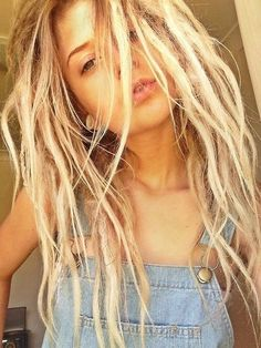 this is how i want my dreads to turn out. getting there this is how i want my dreads to turn out. Half Dreads, Thin Dreads, Partial Dreads, Blonde Dreadlocks, Natural Dreads, Blonde Dreads Girl, Soft Dreads, Natural Hair, Dreadlock Hairstyles