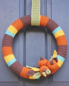 Repeat Crafter Me: Crocheted Fall Wreath  ☀CQ #crochet #halloween #pumpkin #crafts #DIY