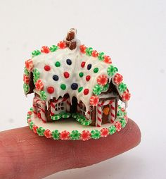 gingerbread house by linsminis, Christmas Gingerbread House, Christmas Clay, Miniature Christmas, Christmas Minis, Miniature Food, Christmas Crafts, Gingerbread Houses, Italian Christmas, Gingerbread Cookies