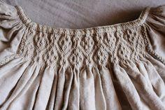 the real thing, too Barcasági csángó halóing - Ráncolás – Wikipédia Smocking Patterns, Folk Embroidery, Renaissance Clothing, Fabric Manipulation, Boho Shorts, My Style, Crochet, How To Wear, Romania