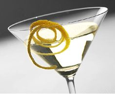 """Vesper Martini - James Bond The recipe for Bond's """"Vesper"""" martini, as described in the 2006 movie: 'Three measures of Gordon's; one of vodka; half a measure of Kina Lillet. Shake it over ice, and add a thin slice of lemon peel. Vodka Martini, Lemon Drop Martini, Martinis, Peach Martini, Tequila, Cocktails You Should Know, Healthy Alcoholic Drinks, Low Calorie Cocktails, Famous Drinks"""