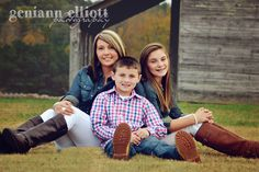 family photography, family of three, little brother, big sister, mom, mommy, barn, country girls, fam photo, older children, kids pictures www.facebook.com/geniannelliottphotography