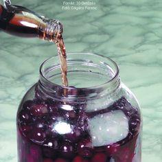Rumos vagy konyakos meggy – Receptletöltés Rum, Barware, Food, Essen, Meals, Rome, Yemek, Eten, Tumbler