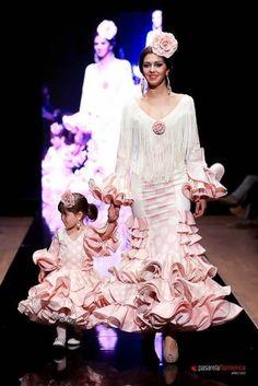 Colección 'Esencia flamenca'  por  María José Collantes  en  Pasarela Flamenca 2012