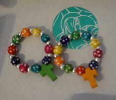 Denarios multicolores para niñas pequeñas.
