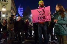 """""""Wir sind eins"""": In der Schweiz gehen die Menschen unter anderem in Genf oder wie hier in Lausanne auf die Straße."""