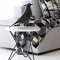 Eames house bird | Vitra. Blanket from Ferm Livivg. O table by Dennis Marquat | OX Denmarq. Photo stilbegeistert.com #eameshousebird #vitra #furniture #inredning #interior #design #inspiration #fermliving #oxdenmarq #dennismarquat
