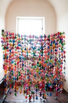 ♥ It's an ancient Japanese legend that anyone who folds a thousand origami cranes will be granted a wish by a crane, such as long life or recovery from illness or injury. They're also traditionally given as a wedding gift by the father, who wishes a thousand years of happiness & prosperity upon the couple ♥ so pretty!