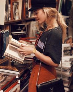 20 Journal Prompts That Will Help You Get Through Your Week – Career Girl Daily – girl photoshoot ideas Trend Fashion, Fashion Mode, Autumn Fashion, Fashion Outfits, Travel Outfits, High Fashion, Daily Fashion, Style Fashion, Outfits With Hats