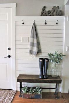 83+ Best Rustic Small Mudroom Entryway Decor Ideas #mudroom #entryway #decorideas