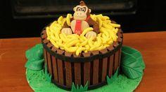 Donkey Kong Cake with Kit Kat Barrel of Bananas Video Game Cakes, Video Game Party, Cake Videos, 26 Birthday Cake, 26th Birthday, Donkey Kong, Creative Cakes, Let Them Eat Cake, Bananas
