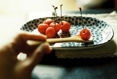 "over-ture: "" cherry (by leaf**) "" Eat Fruit, Fruit Drinks, Sense Of Life, Film Aesthetic, Yummy Food, Tasty, Its A Wonderful Life, Food Inspiration, Nom Nom"
