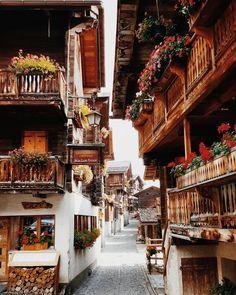 The pretty village of Grimentz  more: https://www.travelita.ch/9-schweizer-ausflugstipps-inklusive-blick-hinter-die-kulissen/