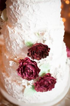 Winter #WeddingCake + Ruby Red Florals JordanQuinn Photography