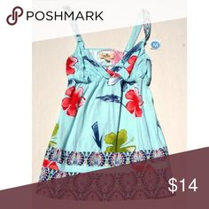 Hollister Floral Top Cute knots on straps.  Casual or Dress it up.  Great with Jeans or white slacks, alone or with a jacket. Hollister Tops