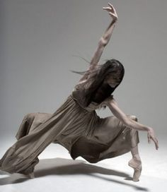 Sorry, even for a ballet dancer, she's too thin. She looks skeletal, not delicate or fragile. Shall We Dance, Lets Dance, Dance Photos, Dance Pictures, Parkour, Agnes Letestu, Tango, Ballet Beau, Dance Like No One Is Watching