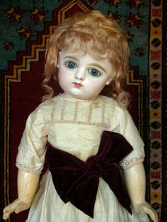 Antique-French-closed-mouth-GAULTIER-bebe-Doll-with-sweet-face-clothes-size-8