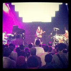 Schroeder-Headz@JAVA JAZZ Festival、2日目も大団円にて終了ー!!\(^o^)/\(^o^)/\(^o^)/ はじめてサイン攻め、写真攻めに会いました!!(笑) うあー、素敵な時間でした!!!! この経験を日本に持ち帰るぞー!! いんどねしあ とぅるまかしー!!\(^o^)/ Jazz Festival, Concert, Instagram, Concerts
