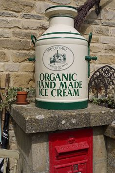 Ice Cream Churn at The. Organic Ice Cream, Make Ice Cream, Ice Cream Maker, No Churn Ice Cream, Healthy Food, Healthy Recipes, Milk And Honey, Yummy Yummy, Country Life