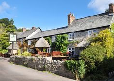 The Masons Arms is an ideal spot for a pub lunch followed by a stroll along the valley to the pebble beach and back. Branscombe | South Devon | England