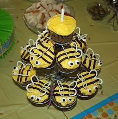 Bumblebee Cup cakes, I have to make these for my mother in law to take to her work friends