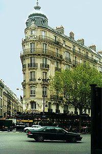 Le Dôme Café - Meeting place of artists in The Bones of Paris
