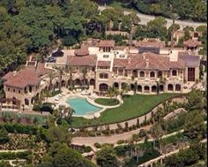 The most popular mansion image on our site is the house in Beverly Hills owned by Eddie Murphy Celebrity Mansions, Celebrity Houses, Eddie Murphy, Mega Mansions, Mansions Homes, Luxury Mansions, David Und Victoria Beckham, Millionaire Homes, Dream Mansion