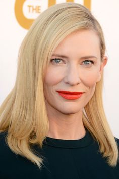 Pale skin, bright orange lips, and blonde hair. This look is so Cate Blanchett. Cate Blanchett, Blonde Balayage, Blonde Hair, Straight Hairstyles, Cool Hairstyles, Bob Haircut For Fine Hair, Long Bob, Short Wavy, Short Hair Styles