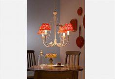 <3 Capinhas de crochê decoram a cúpula da luminária <3