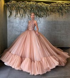 Tweed Rose is your daily fashion and style, giving you the best of fashion glossy and international runways. Stunning Dresses, Beautiful Gowns, Elegant Dresses, Ball Gown Dresses, Dance Dresses, Prom Dresses, Top Wedding Dresses, Wedding Gowns, Dress Outfits