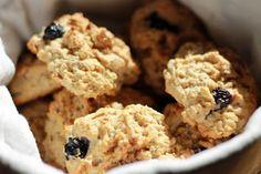 Blåbærscones til frokost Krispie Treats, Rice Krispies, Cookies, Desserts, Food, Biscuits, Meal, Deserts, Essen