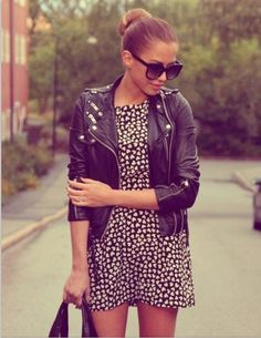 Chaqueta de cuero + vestido estampado - Leather jacket + printed dress