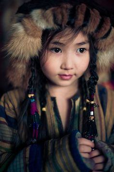 Türk Ulusunun tüm güzelliğini, asilliğini taşıyan Kırgız Türk 'ay balası'... Kids Around The World, We Are The World, People Of The World, Precious Children, Beautiful Children, Beautiful People, Traditional Fashion, Traditional Dresses, Some Beautiful Pictures