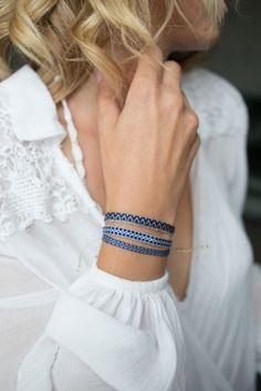 ethno armband guanabana blau zickzackmuster grau