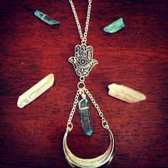 Hamsa & Aqua Aura Necklace por TheModernYogi en Etsy