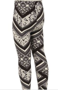 Love this black and white print for a leggings outfit for winter! Abby + Anna's Boutique has super soft leggings that come in girls ($13), one size ($15), and plus sizes ($17). There are tons of adorable matching mother and daughter leggings too. Become an Abby and Anna affiliate for only $8 and make money on the clothes you wear (that's what I did)!