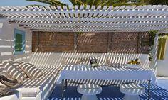 idée déco pour installer pergolas et voile d'ombrage sur la terrasse pour se protéger du soleil pendant l'été