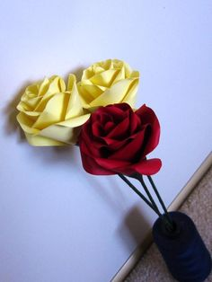 Looking for paper crafts project inspiration? Check out Paper roses by member onedaysomeday. Craft Projects, Projects To Try, Craft Ideas, Chocolate Fudge Sauce, Paper Art, Paper Crafts, May Flowers, Paper Roses, Handmade Flowers